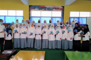 SMK Muhammadiyah Karangmojo Membagikan Kalkulator Secara Gratis Kepada Siswa Kelas X Kompetensi Keahlian Akuntansi dan Keuangan Lembaga